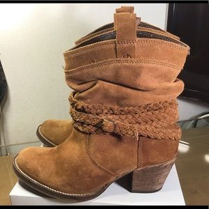 Dingo Tan Sister Boots/Booties . Great Condition.
